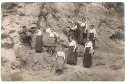 Käthe Leichter beim Bergsteigen. Foto: Archiv Franz Leichter